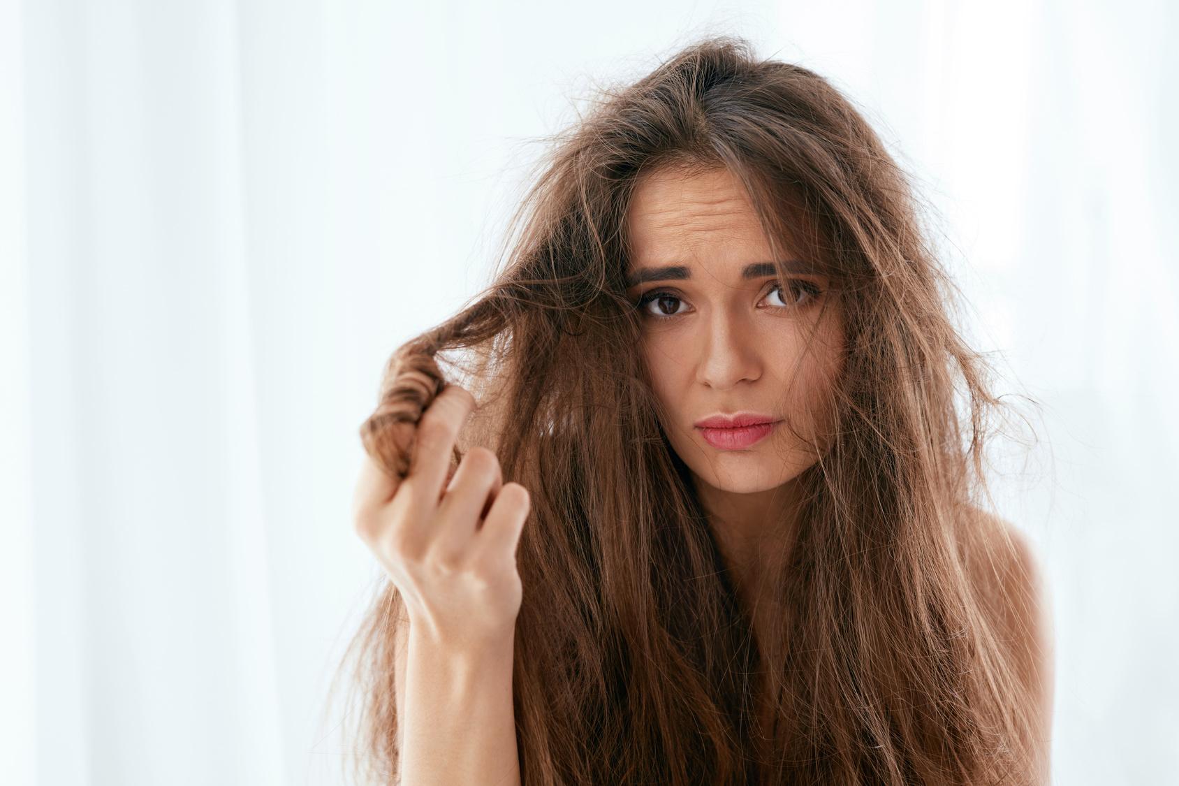 Dites Adieux aux Frisottis et aux Mèches Rebelles! Les Meilleurs Produits Lissants pour les Cheveux